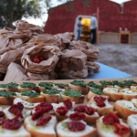 A picnic defines the Buonivini hospitality with an informal and eco-friendly experience to enjoy as a couple, with the family or with friends, in a total immersion in nature.  After a wine tasting, you can carry out baskets full of typical products of the territory – stuffed Modica bread, sun-dried cherry tomatoes, tuna from the fishing village of Marzamemi – and savour them in the shade of the carob trees